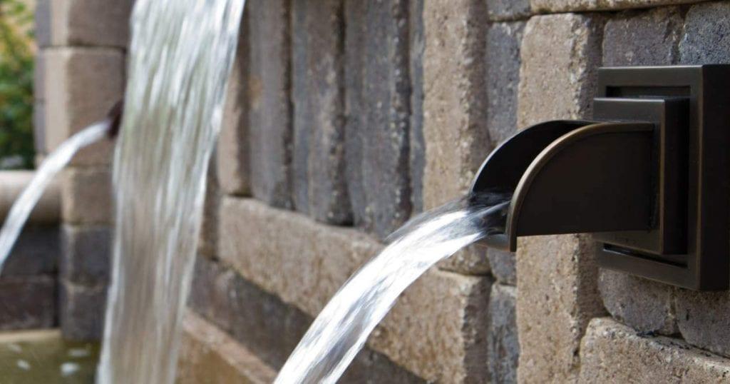 Chutes d'eau et becs